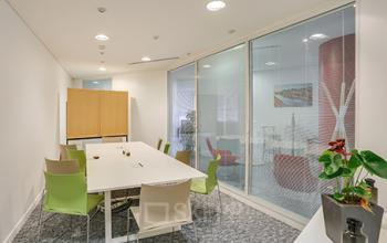 Salle de réunion lumineuse pour vos meeting à l'allée de l'Arche