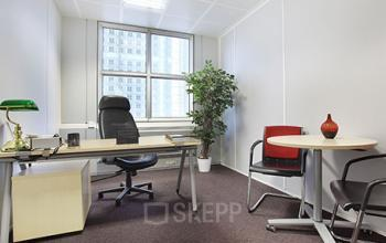 Bureau privé avec table ronde pour vos entretiens à la Grande Arche