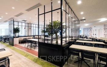 The cafeteria is the meeting point in our business centre at Cours Valmy
