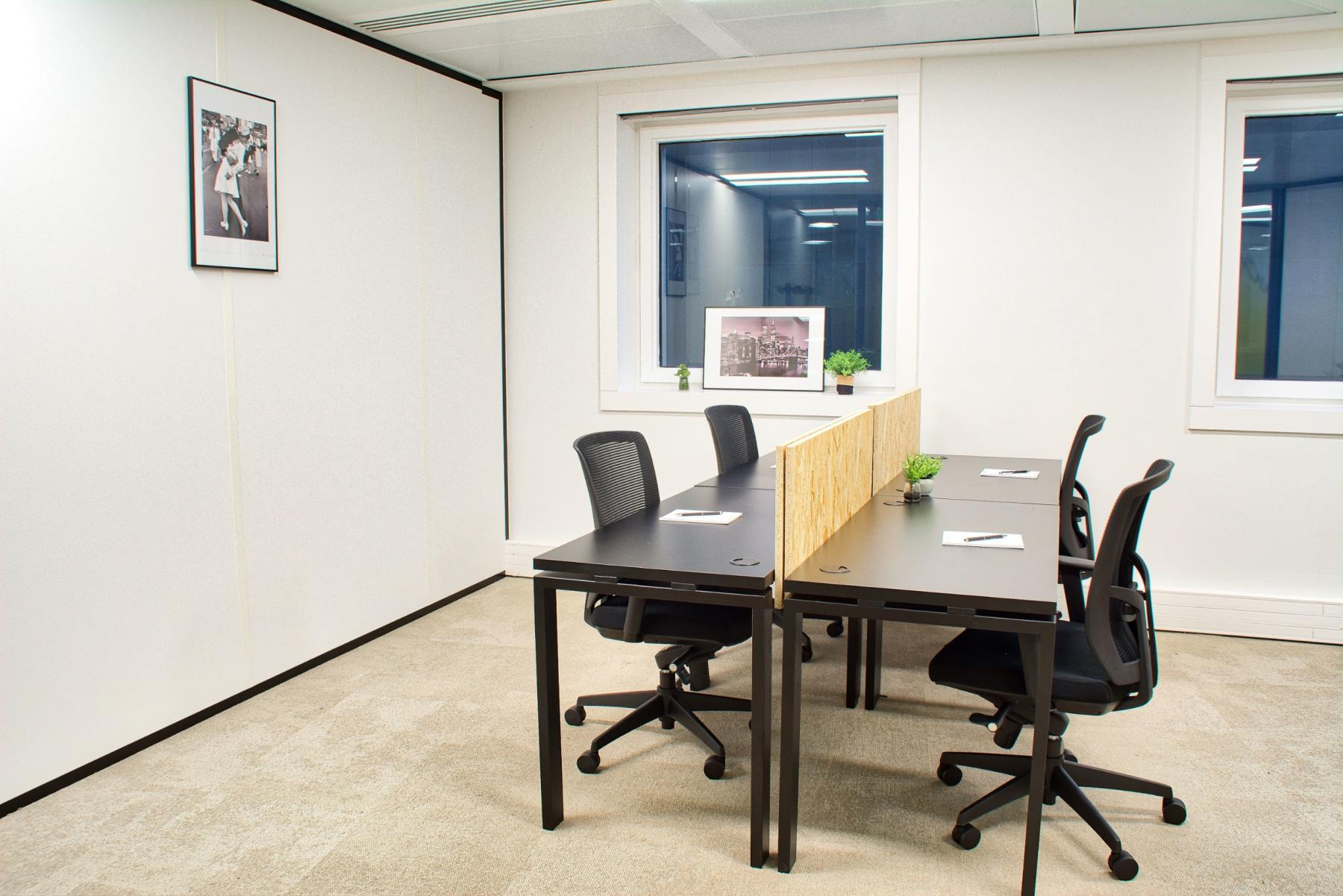 Ready-to-use office space in which your team can get to work straight away at cours Valmy