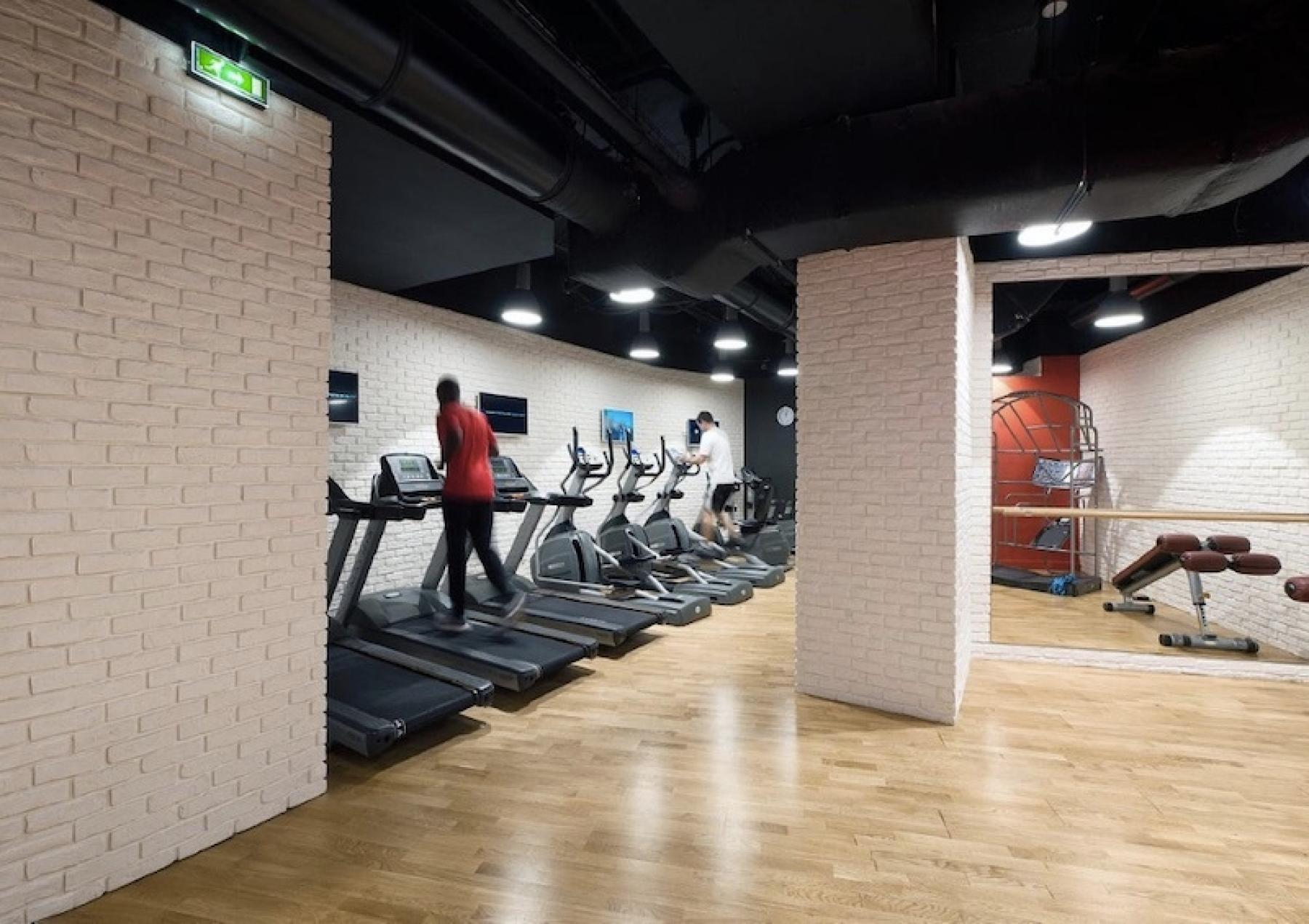 Gym to boost your productivity at work at cours Valmy