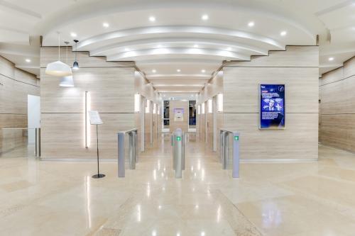 L'entrée de notre centre d'affaires à l'avenue Georges Wilson
