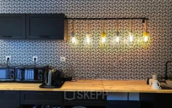 Notre cuisine est l'endroit idéal pour prendre un café ou dejeuner pendant vos pauses dans la rue de Villiers