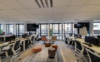 Cet espace de coworking favorise le partage d'idées au sein de vos équipes dans la rue de Villiers