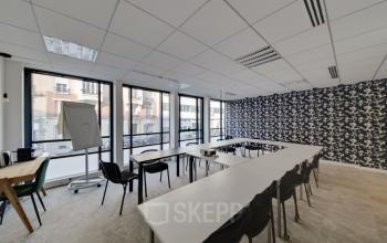 Une salle de réunion est à votre disposition pour tous vos événements professionnels dans la rue de Villiers