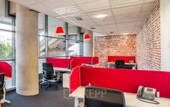 Les écrans de séparation permettent de moduler et de structurer ces espaces de travail comme les open space afin de garantir confidentialité et confort à vos équipes au stade de France