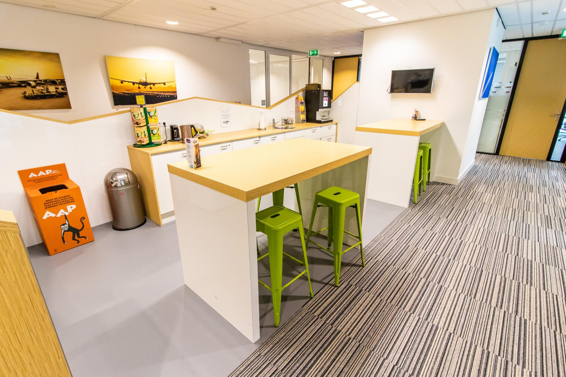 Pantry with modern appliances Rotterdam Airportplein