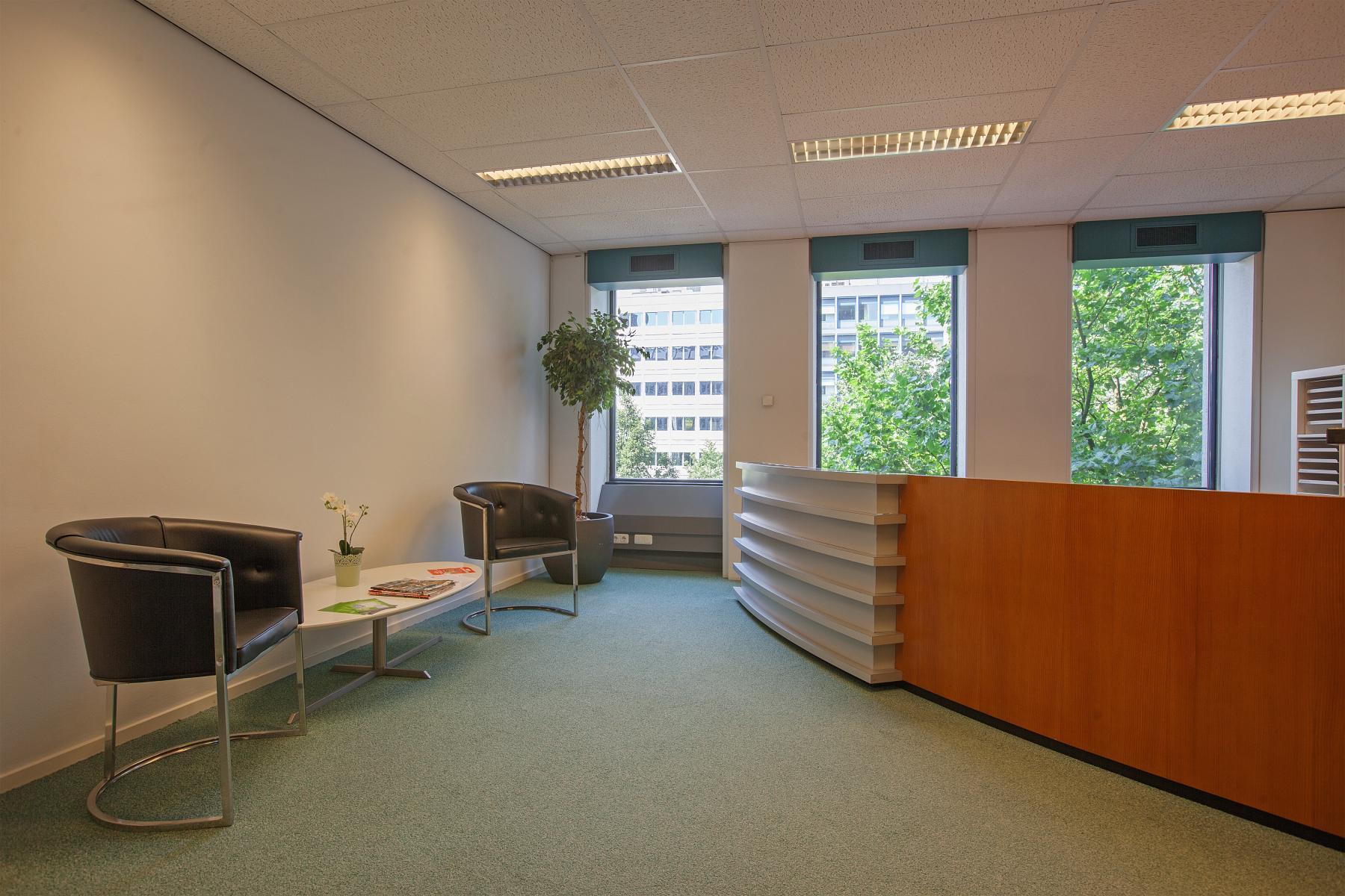 kantoorgebouw in rotterdam aan westblaak huren met receptie