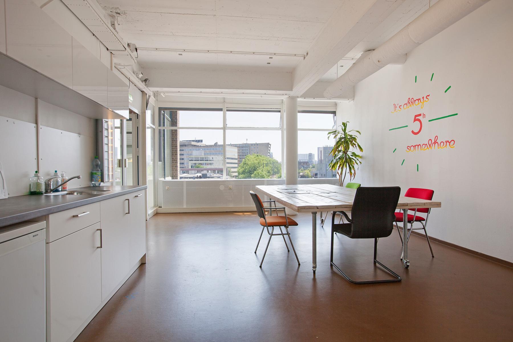kantoorruimte huren aan vijverhofstraat in rotterdam met keuken