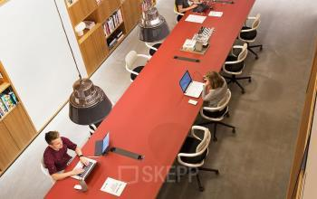 te huur kantoorruimte werkplek hofplein rotterdam tafel stoel meubilair