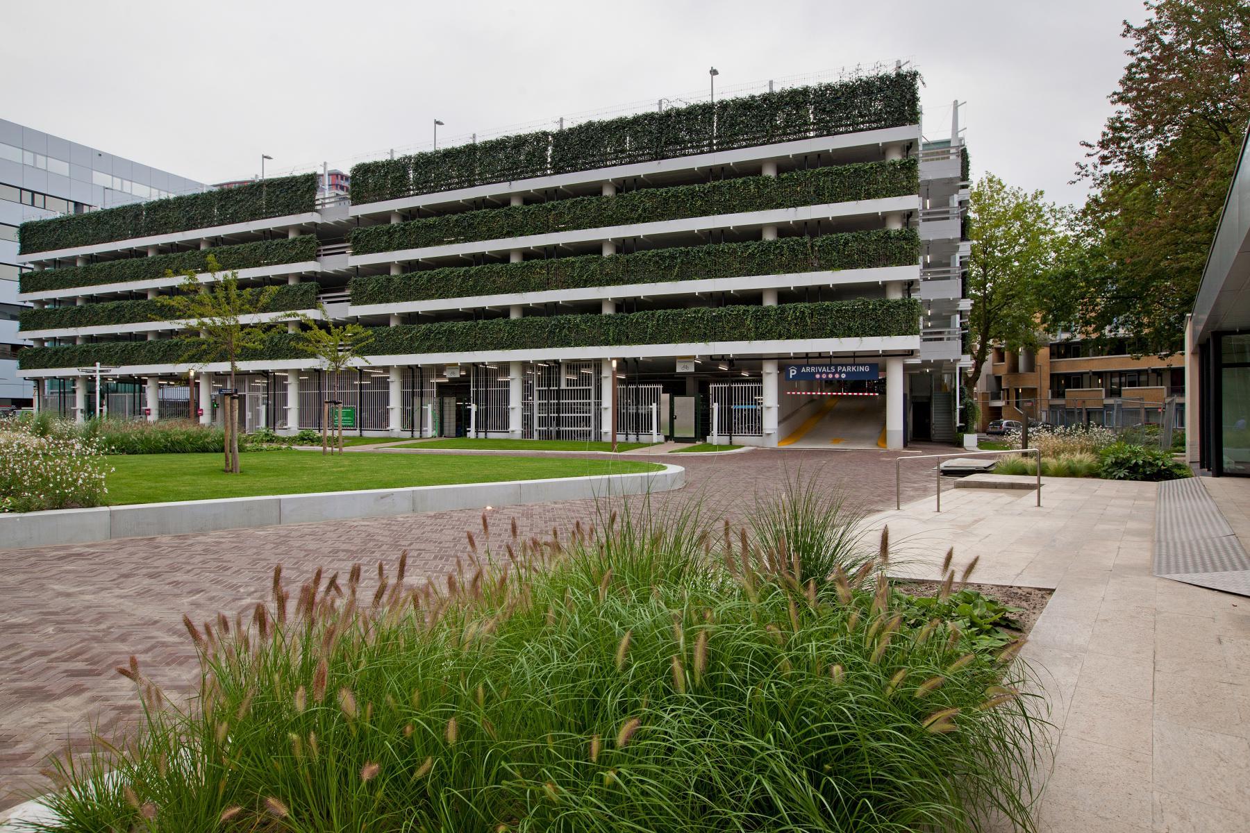 buitenkant kantoorgebouw Rotterdam Kruisplein  met gratis wifi