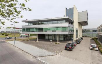 units huren aan Rotterdam Vareseweg met parkeerruimte