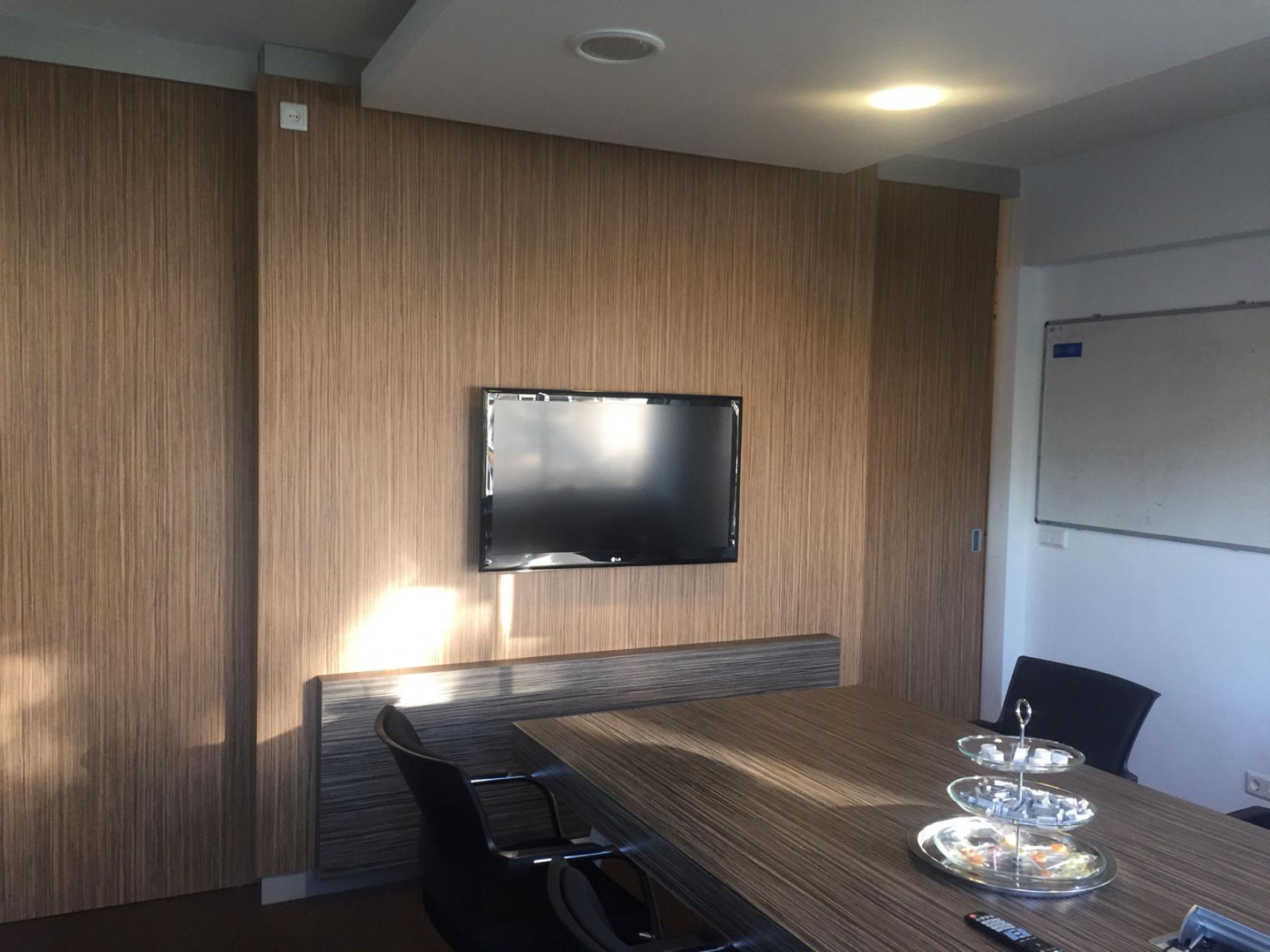 presentatieruimte televisie vergadertafel Walenburgerweg Rotterdam