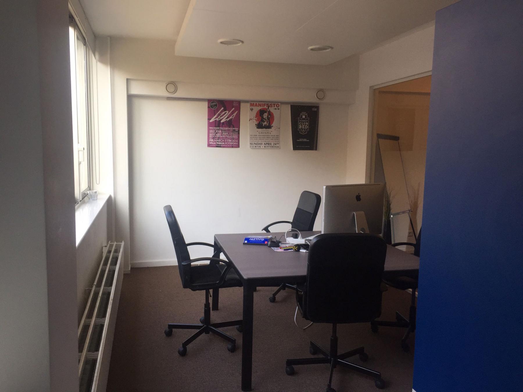 binnenzijde kantoorruimte werkplekken Rotterdam Walenburgerweg