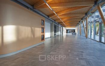 lichtinval kantoorgebouw modern meubilair kantoorpand