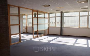 kantoorruimte eindhoven science park binnenkant werkplekken 1 2 personen
