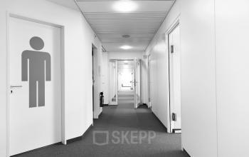 Langer Flur mit anschließenden Büros an der Münchnerstraße in Starnberg