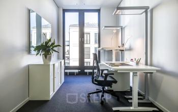 Helles Büro mit Möbeln Stuttgart Mitte