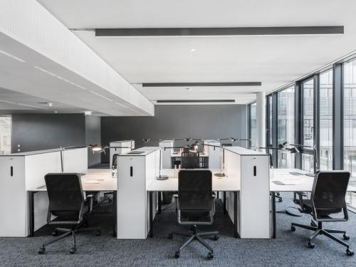 Moderner Coworking-Bereich im Bürogebäude an der Lautenschlagerstraße in Berlin