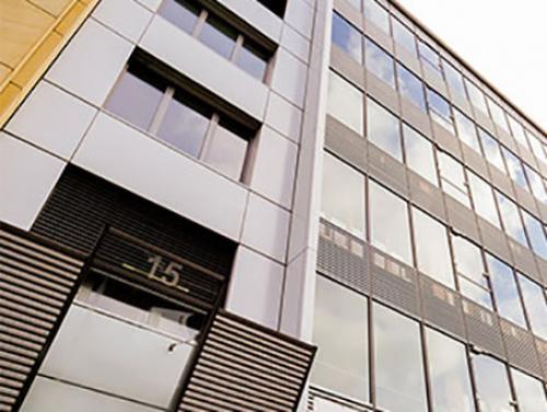 Beeindruckende Außenansicht des Bürogebäudes in Suttgart Mitte
