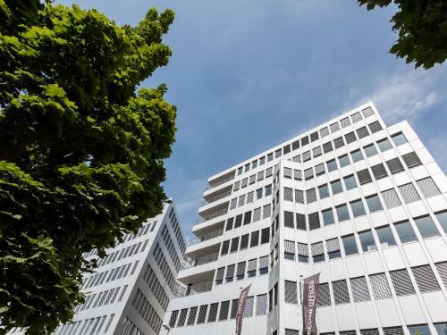 Fantastische Außenansicht vom Bürogebäude in Stuttgart Möhringen an der Schelmenwasenstraße