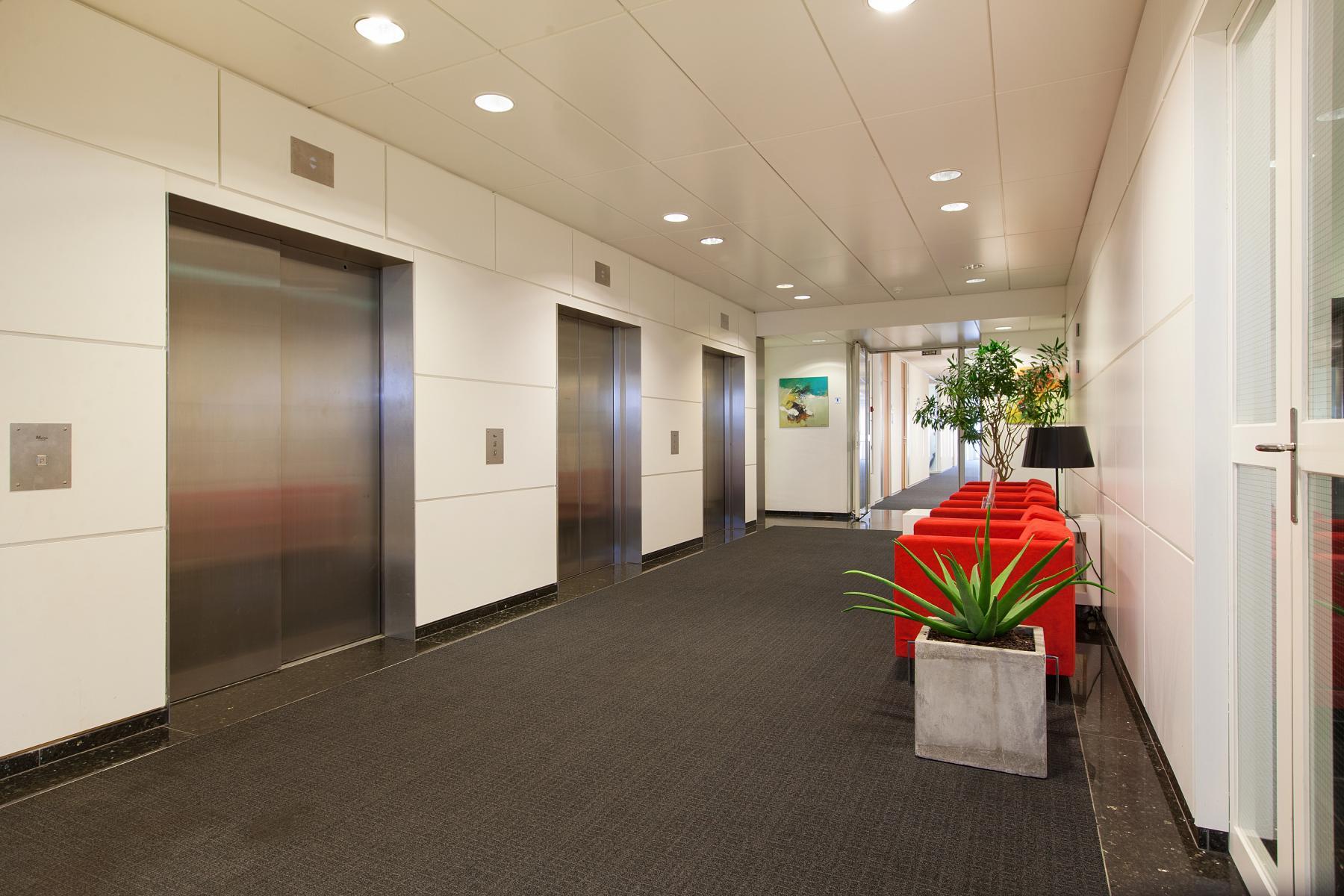 kantoorgebouw met lift Utrecht huren