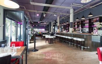 bar bij kantoorgebouw Utrecht Goeman Borgesiuslaan