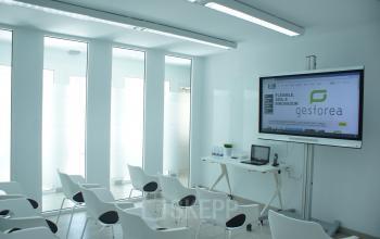 Una vista de la sala de conferencias en calle colon 4