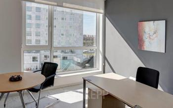 Oficinas con luz natural en la Avenida de las Cortes Valencianas 58