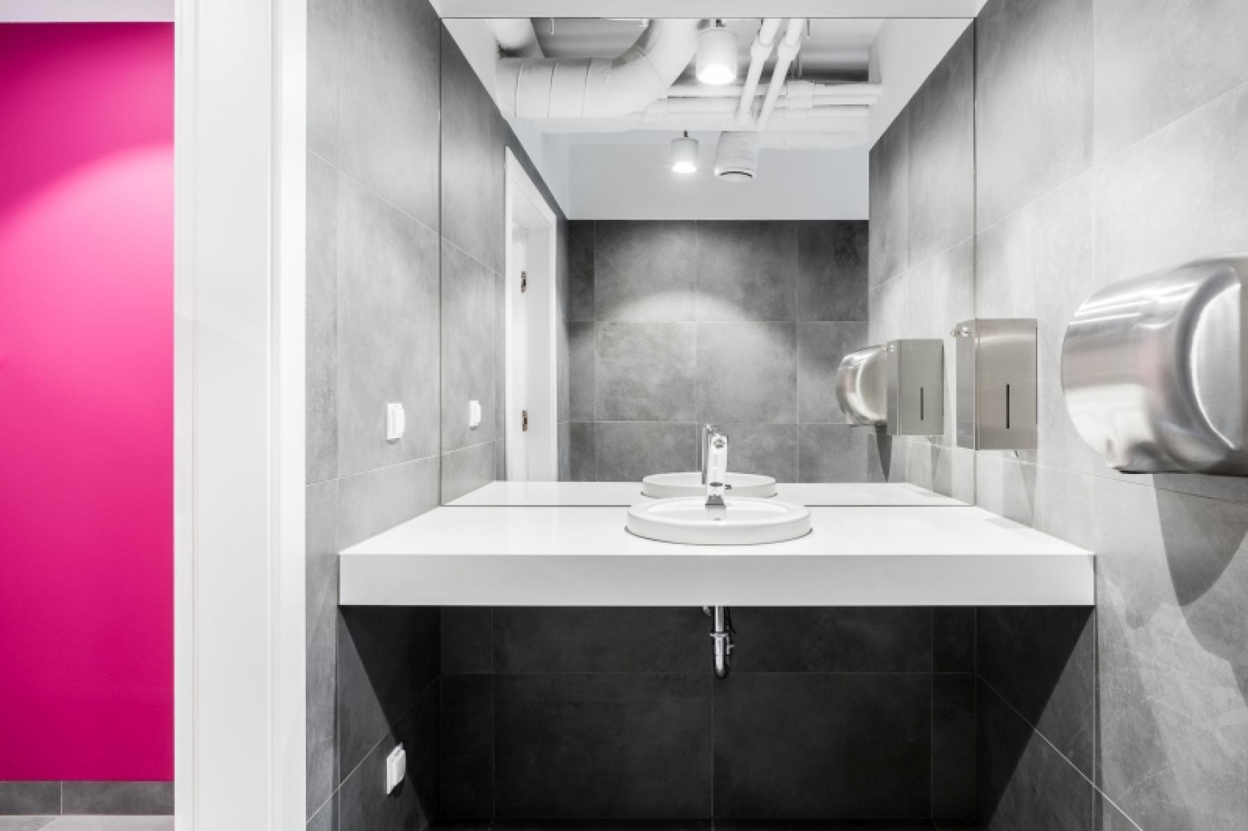 toaleta w biurowcu konstruktorska 11 warszawa