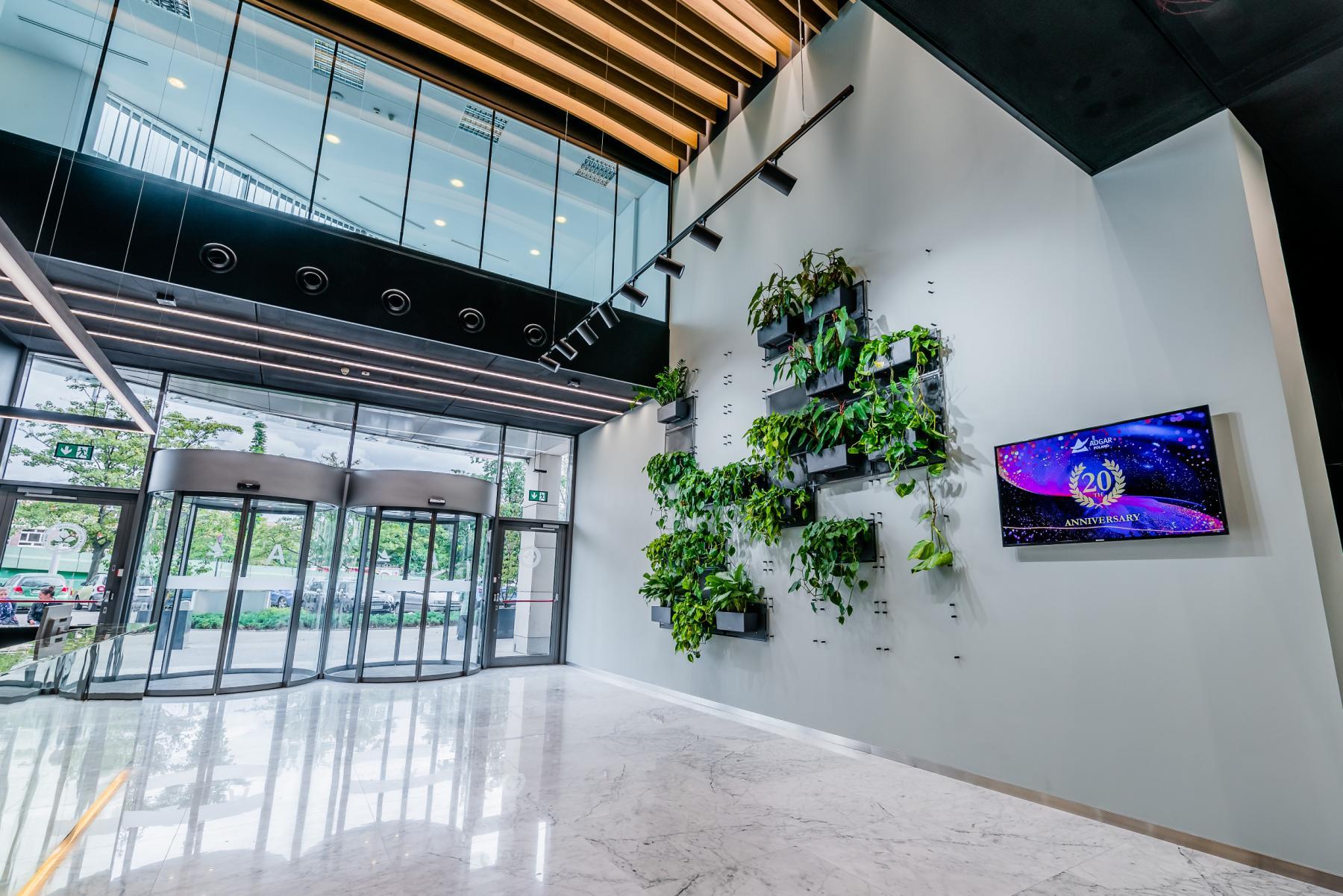 lobby w biurowcu rzymowskiego 53 warszawa