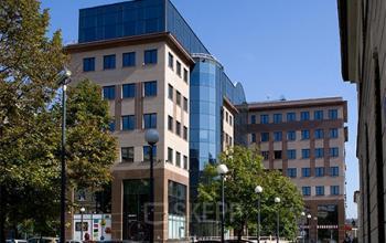 budynek biurowy z zewnątrz warszawa śródmieście