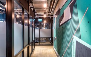 korytarz w biurowcu koszykowa warszawa