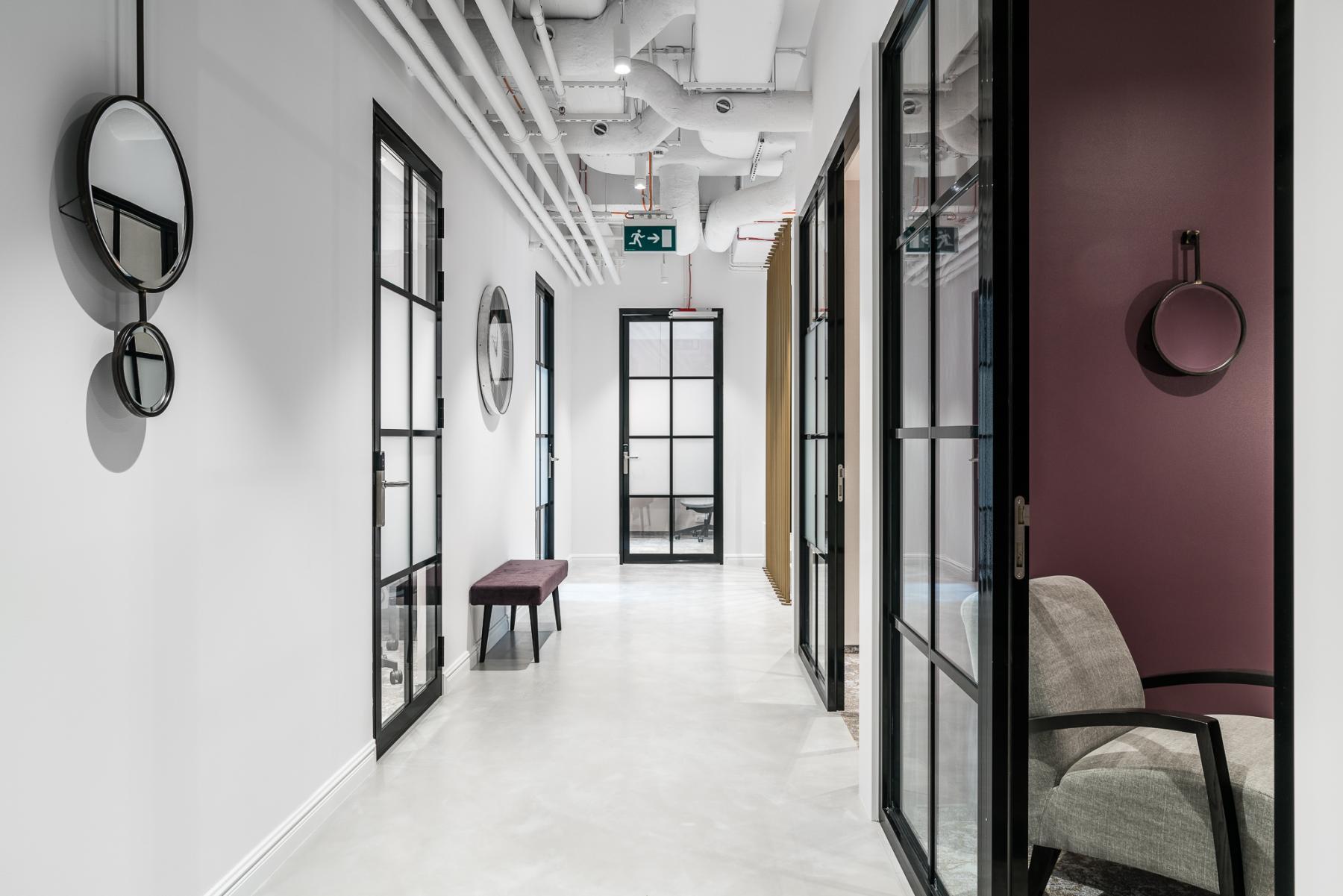korytarz z wejściami do biurplac malachowskiego