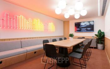 sala konferencyjna w biurowcu grzybowska warszawa