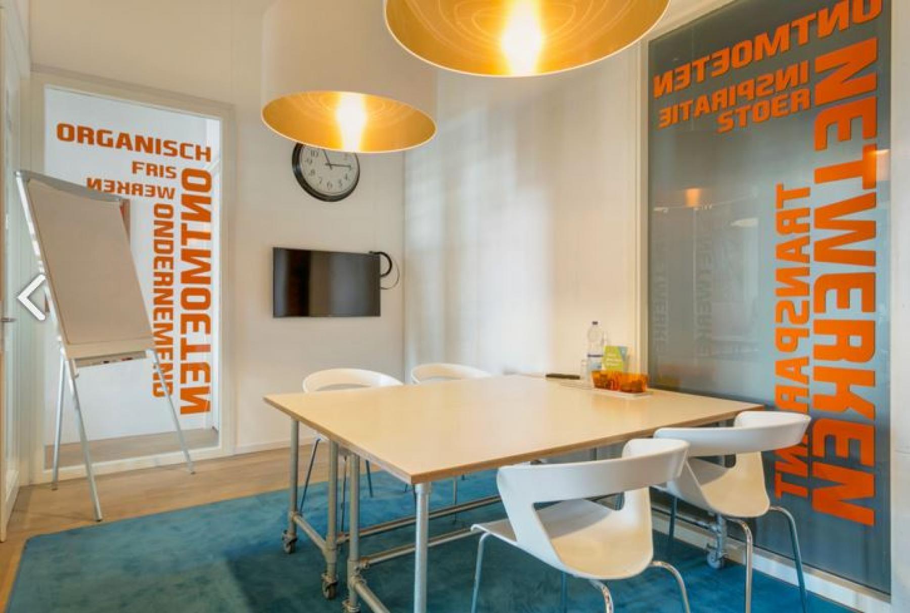 presentatieruimte coachruimte vergaderruimte presentatiemogelijkheden led-scherm flipover tafel stoelen flexibel te huren in zeist
