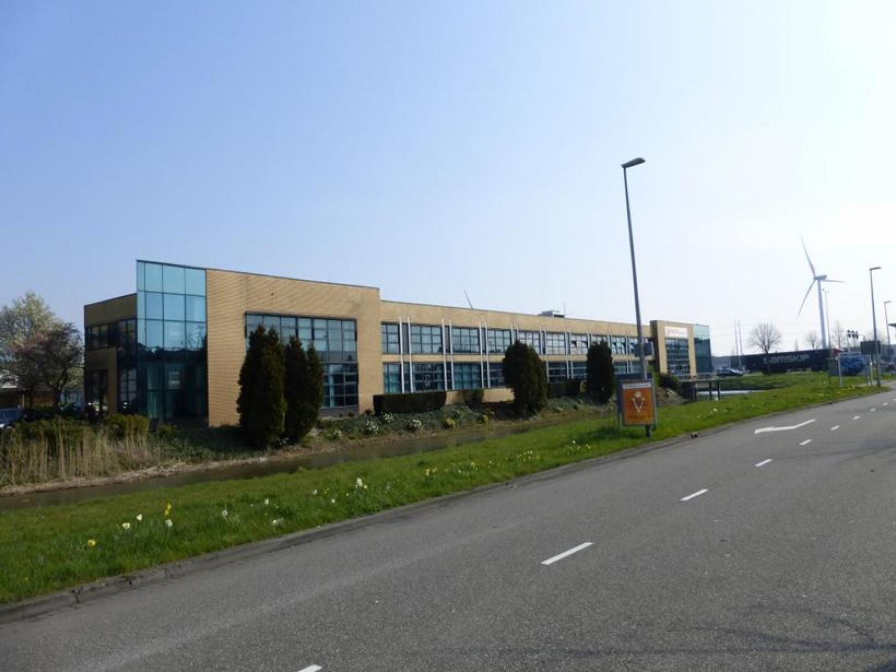 aanzicht kantoorpand zoetermeer, represenatieve kantoorruimte te huur bij SKEPP