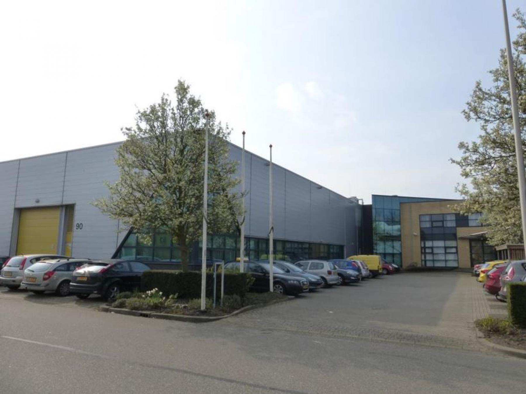 parkeerruimte aanwezig bij het kantoorgebouw in zoetermeer, kantoorruimte beschikbaar