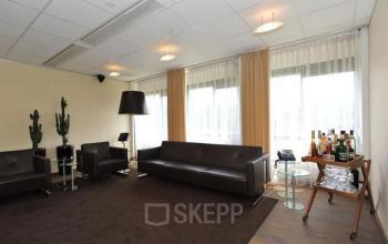 loungeruimte kantoor zoetermeer banken ramen