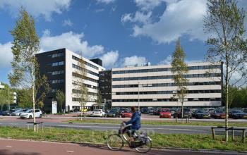 voorzijde kantoor parkeergelegenheid huren kantoorkamer