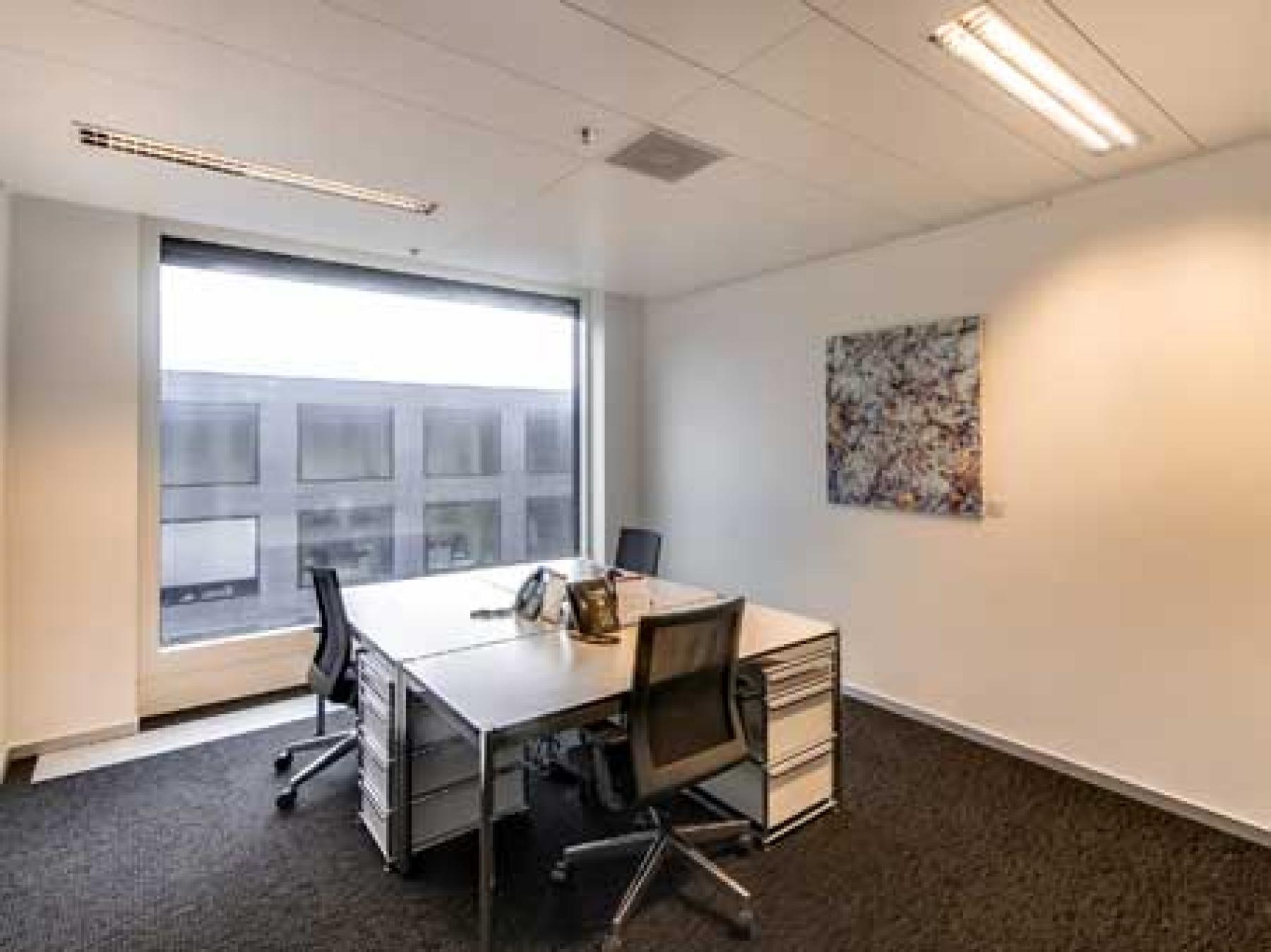 Helles Büro mieten im Business Center in Zürich-Flughafen