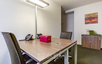 Helles Büro zur Miete im Business Center in Zürich