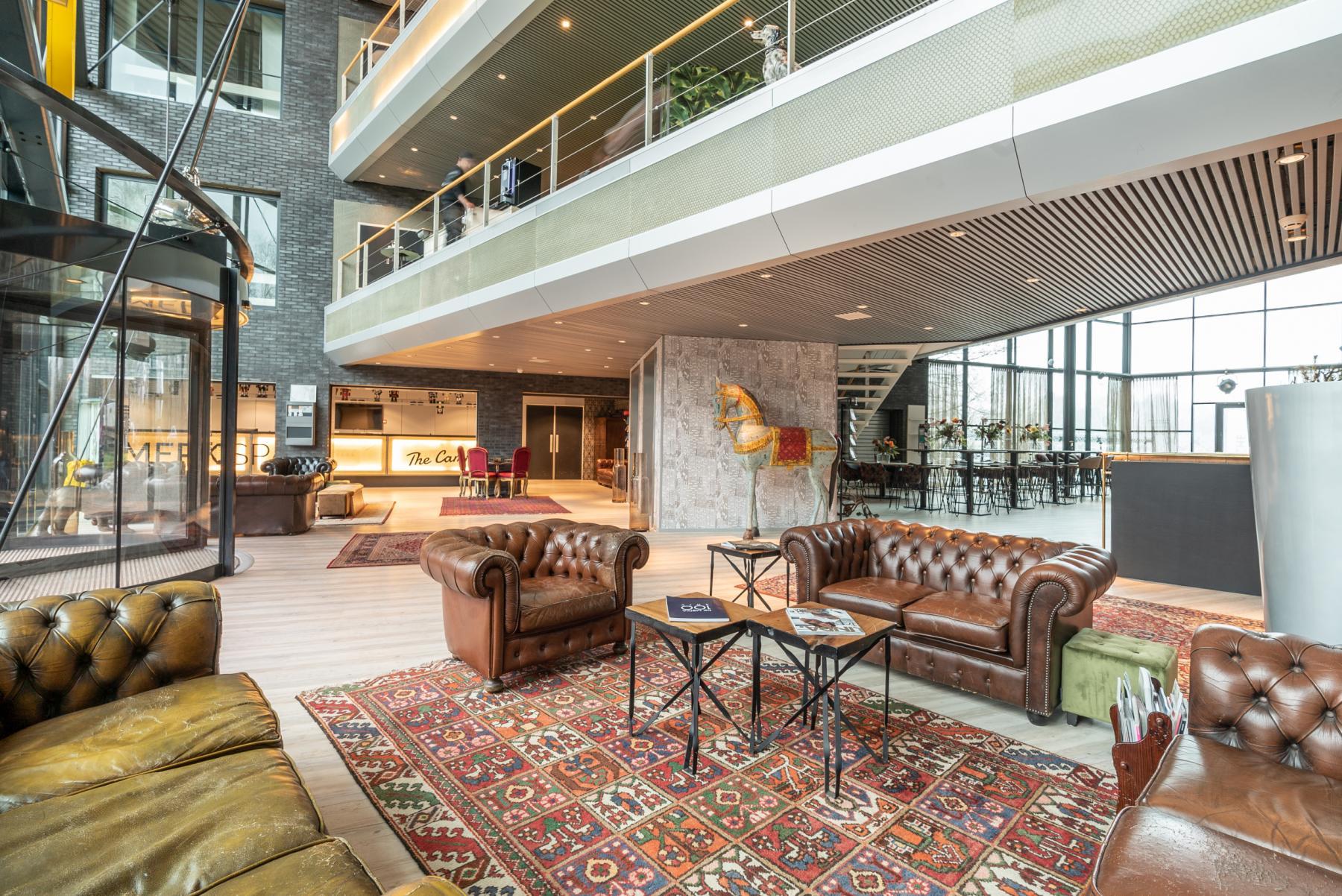 Moderne Business Lounge im Bürogebäude in Zürich