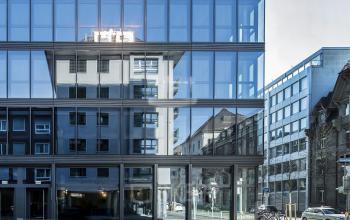 Ansprechende Außenansicht des Bürogebäudes in Zürich Seefeld