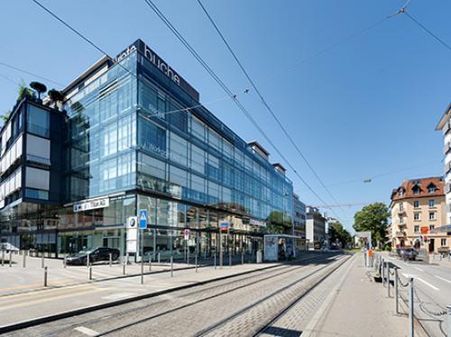 Beeindruckende Außenansicht der Immobilie an der Badenerstrasse in Zürich