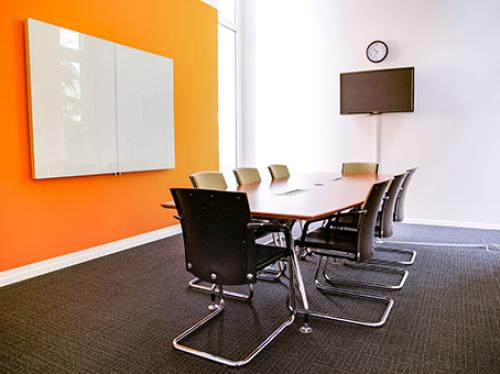 Stilvoller Meetingraum des Business Centers in Zürich-City