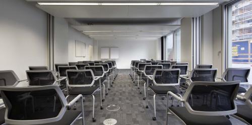 Große Räume für Präsentationen im Business Center in Zürich
