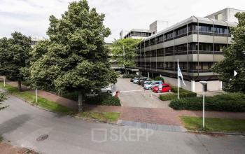 Overzicht parkeerruimte kantoorgebouw Meeuwenlaan Zwolle